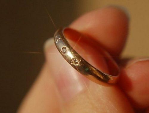 Уборщица похитила золотое кольцо из рабочего кабинета биробиджанки