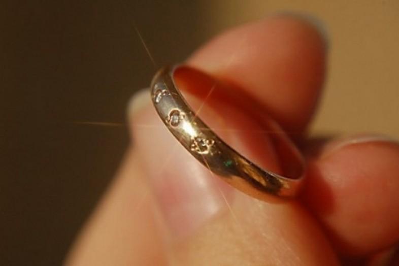 Золотое кольцо украл у своей знакомой житель Биробиджана