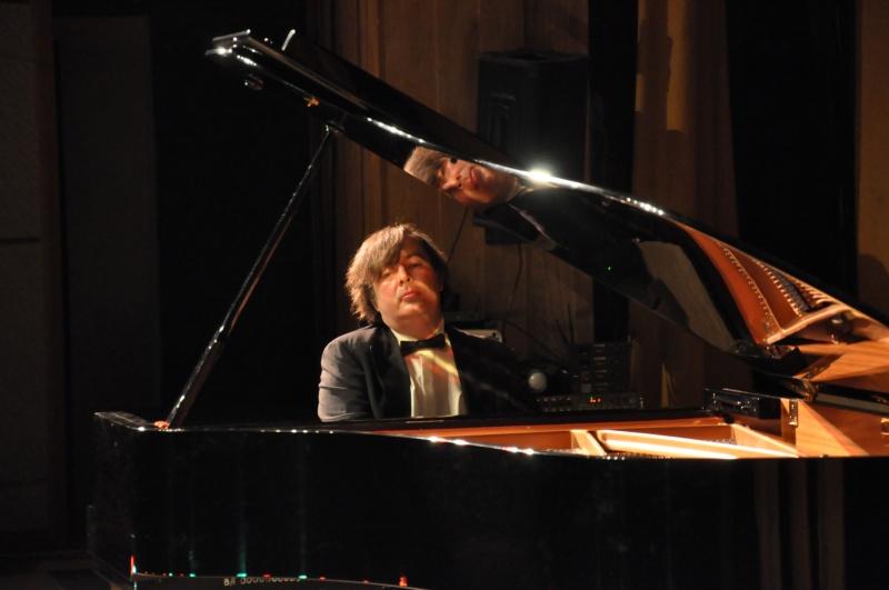 Концерт пианиста из Германии Олега Полянского прошёл в областной филармонии