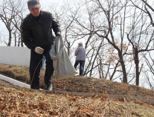 Активисты ОНФ организовали уборку территории сопки Июнь-Корань