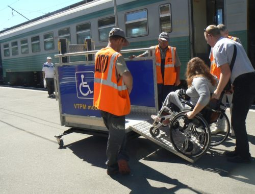 Госдума обязала перевозчиков помогать инвалидам-колясочникам
