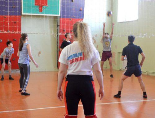 Молодогвардейцы провели игру по волейболу с воспитанниками биробиджанского детдома