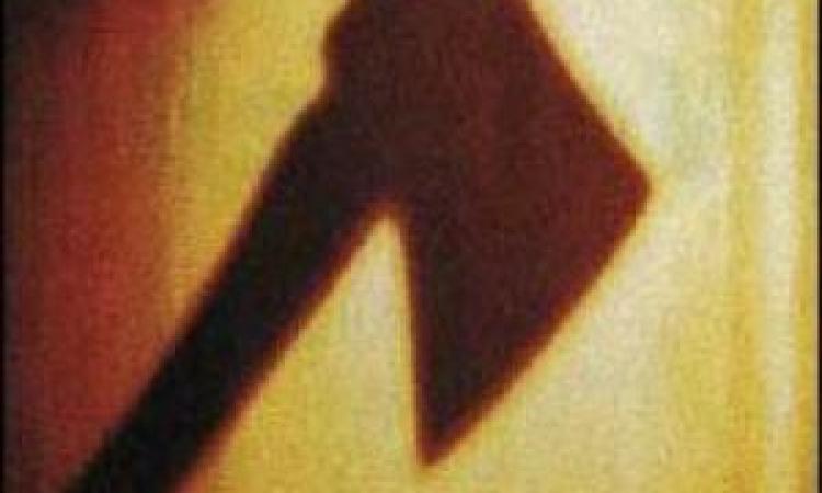 Биробиджанец едва не убил своего знакомого ударами топора по голове