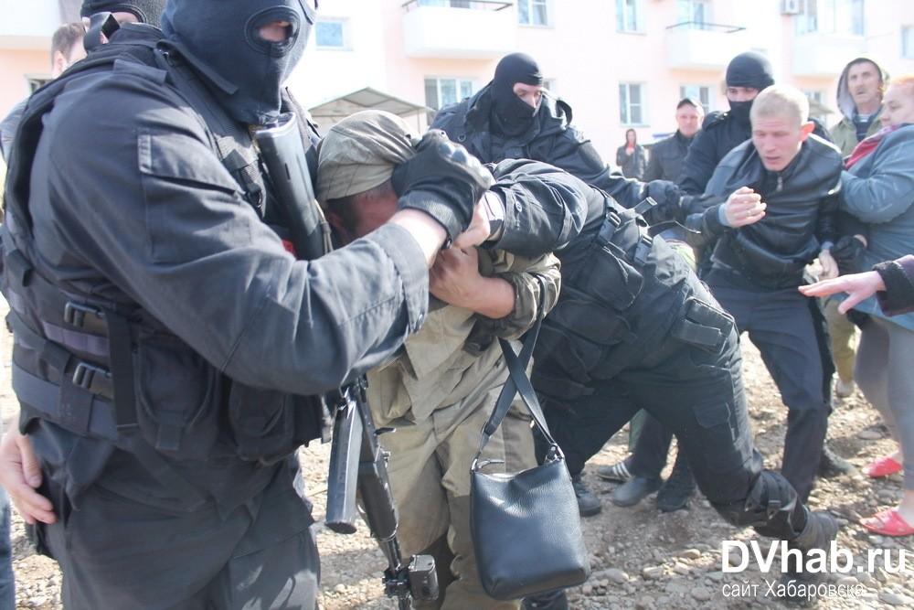 Иван Проходцев-младший доставлен в наручниках на базу «Бирсантехмонтаж», где проходит обыск