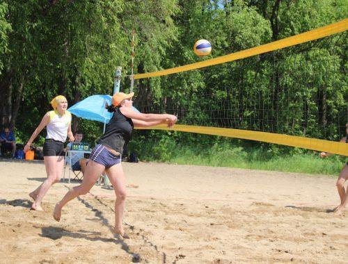 В Биробиджане завершилось городское первенство по пляжному волейболу