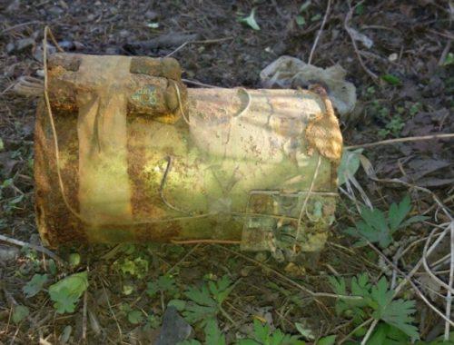 Ржавая металлическая банка с проводами стала причиной эвакуации жителей шести домов в Облучье