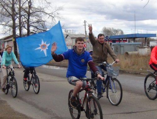Биробиджанские спасатели совершили 30-ти километровый праздничный велопробег