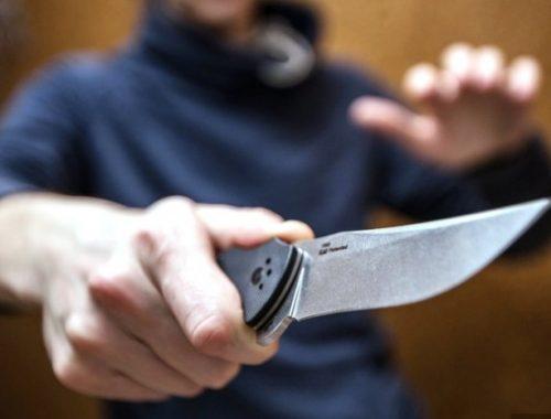 Двое мужчин отобрали деньги и одежду у жителя ЕАО в Благовещенске