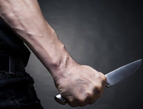 Выплеснул накопившийся негатив: житель Облучья набросился с ножом на случайного прохожего