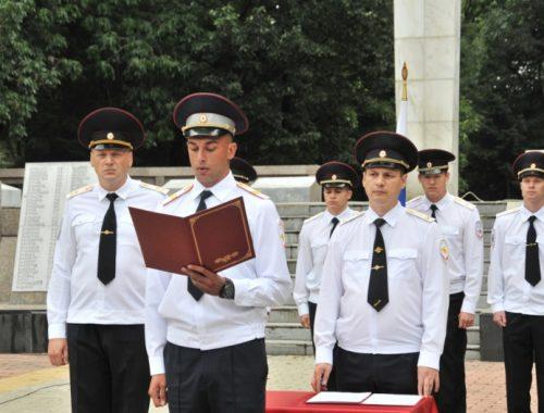 В Биробиджане состоялось торжественное принятие присяги сотрудниками полиции