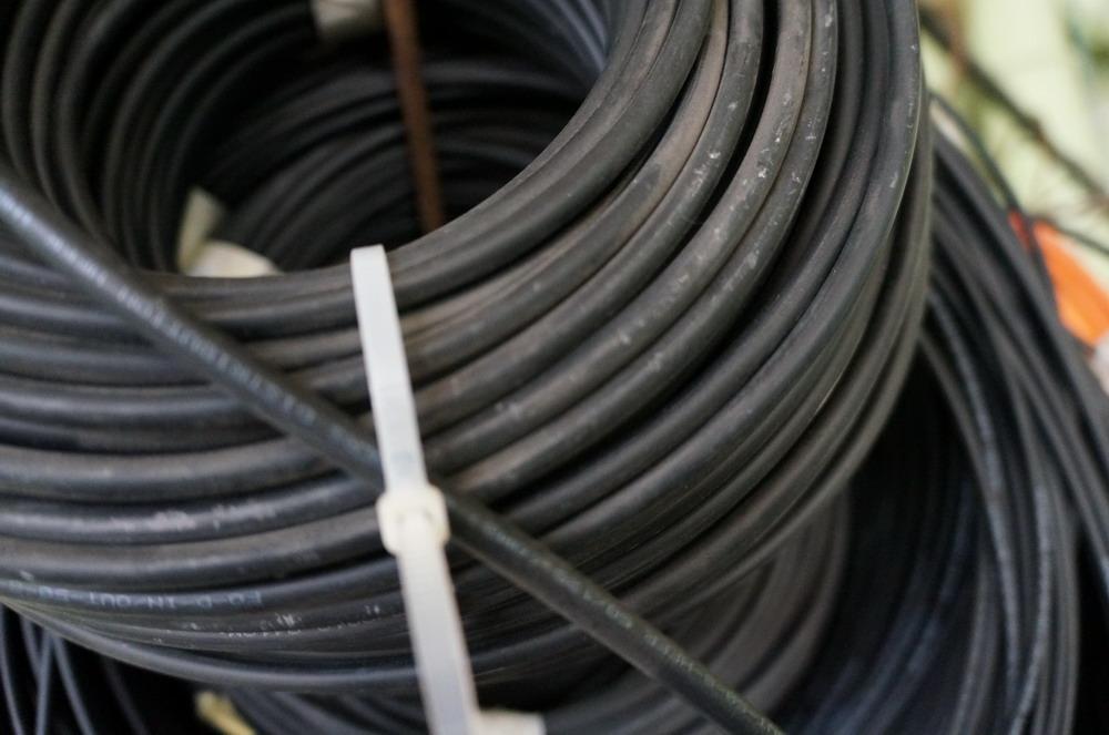 Полицейские задержали подозреваемых в похищении кабеля связи