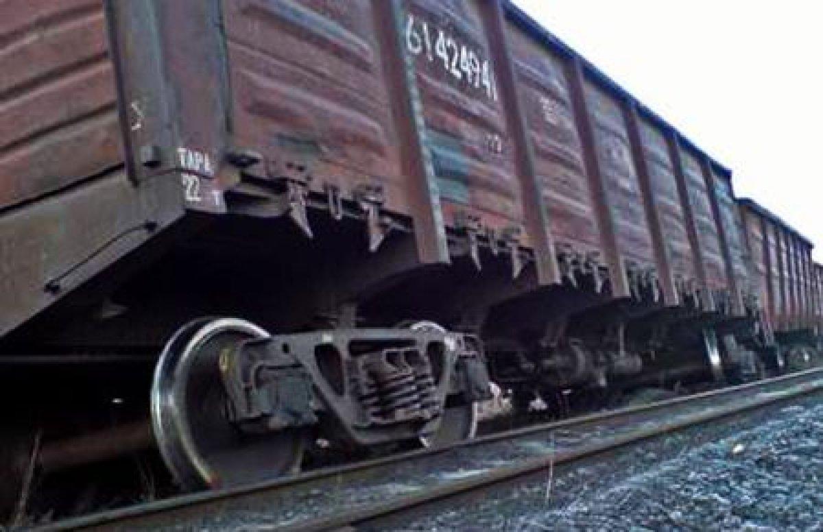 Грузовой поезд сошел с рельсов в Приморье из-за наводнения