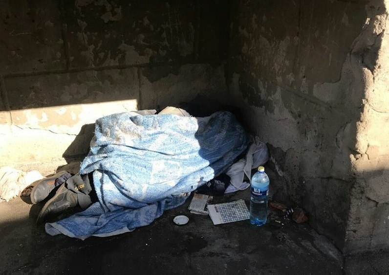 Мой дом – тепловой колодец и подвал: в Биробиджане посчитали бездомных