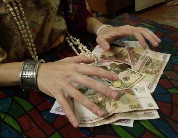 За «снятие порчи» жительница Биробиджана отдала мошенницам 304 тысячи рублей