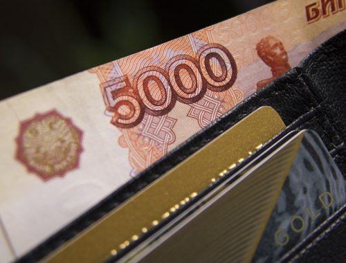 Чиновникам, депутатам и судьям повысят зарплату
