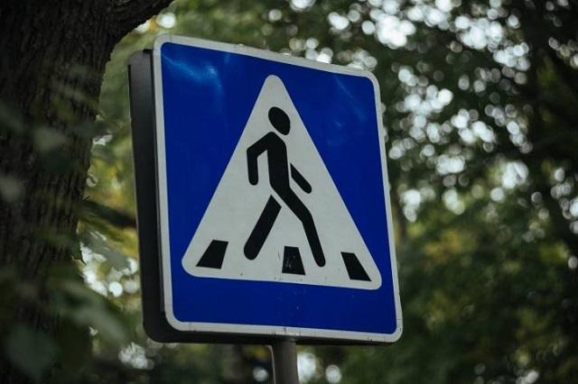 В Биробиджане автомобиль сбил пешехода на «зебре»