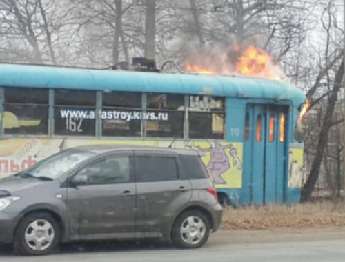 Полыхающий трамвай прокатился по улицам Хабаровска