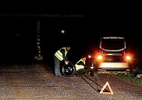 Водителей обязали носить светоотражающие жилеты