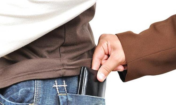 В Биробиджане задержали карманного вора
