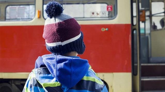 Школьники из малообеспеченных семей получат именные транспортные карты