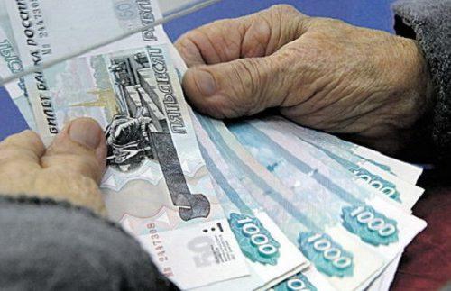 В Биробиджане пенсионерка нашла в аптеке деньги и отнесла их в полицию