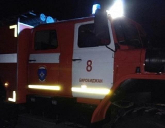 Автомобиль загорелся в центре Биробиджана
