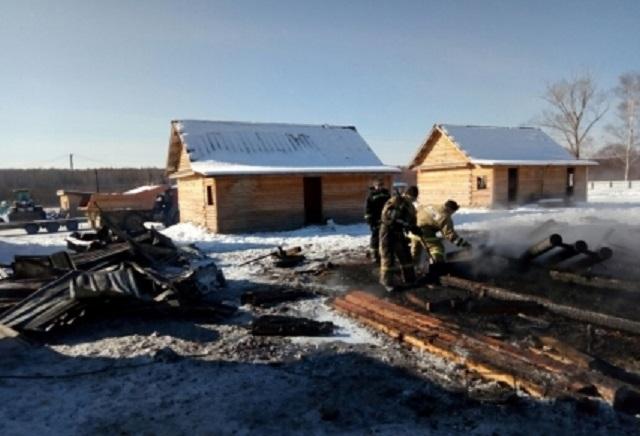В ЕАО загорелся рабочий дом золотоискателей