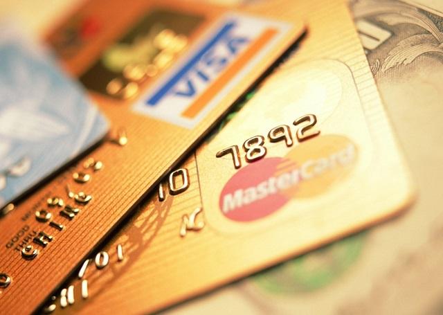 С сегодняшнего дня банки могут блокировать карты клиентов
