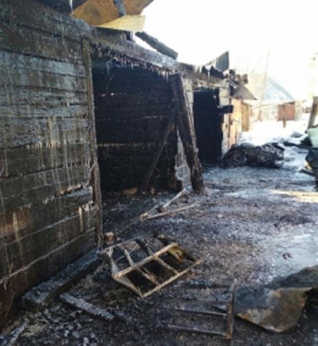 Двух автомобилей лишился хозяин загоревшегося гаража