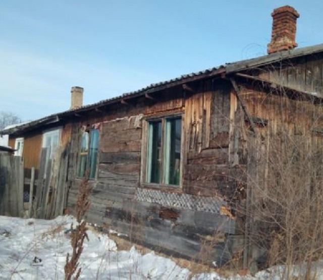 Жители с. Бабстово вынуждены проживать в прогнившем доме