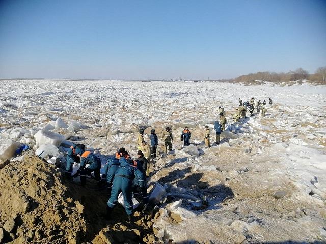 В Еврейской автономии на Амуре проводятся превентивные работы по ослаблению льда
