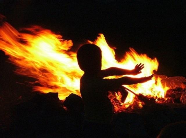 Пятилетний ребенок поджег коробку с игрушками и чуть не спалил весь дом