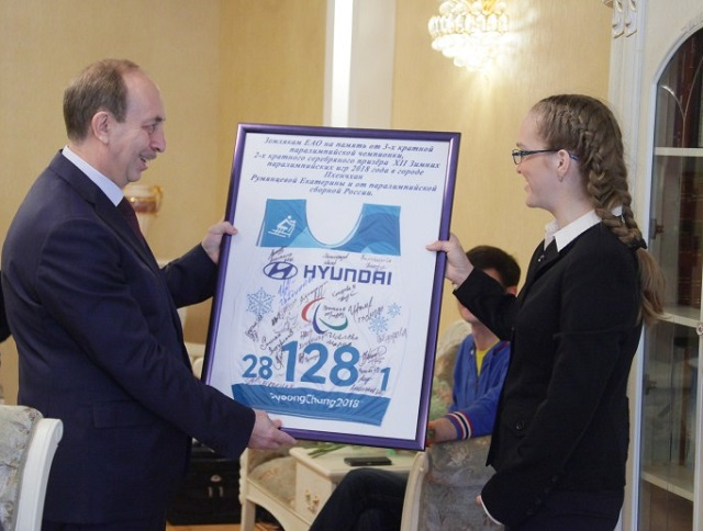 Губернатор ЕАО встретился с трехкратной Паралимпийской чемпионкой Екатериной Румянцевой