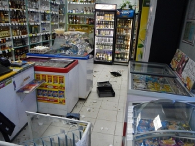 В Биробиджане совершено разбойное нападение на продавцов магазина