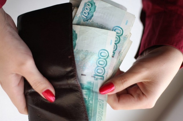 Судебный пристав-исполнитель из ЕАО присвоила себе почти 15 тысяч рублей
