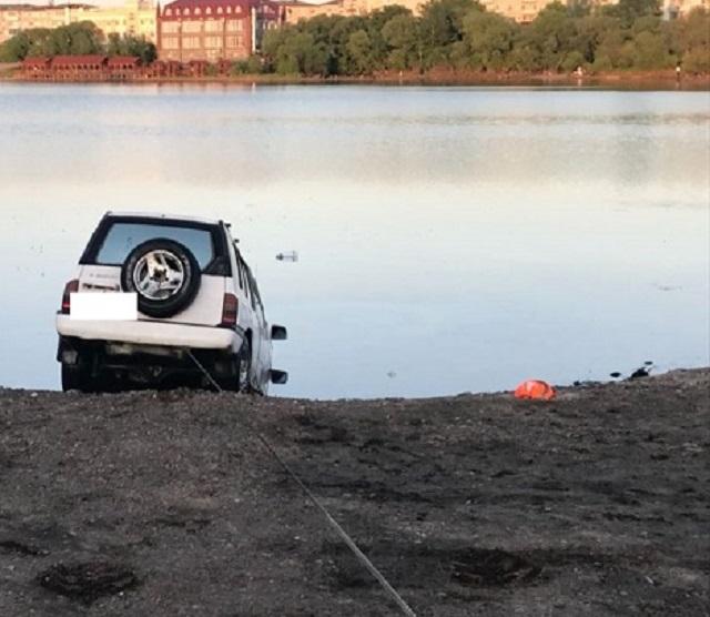 Автомобиль с трупом мужчины достали из залива в районе ул. Невской