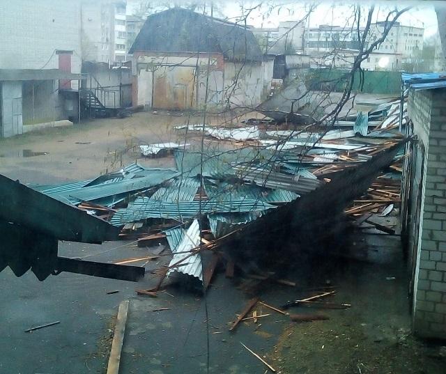 Стихия разгулялась: ветер сносит крыши со зданий в ЕАО