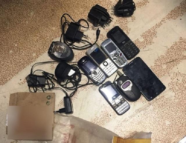 Пакет с телефонами обнаружили на территории колонии в ЕАО