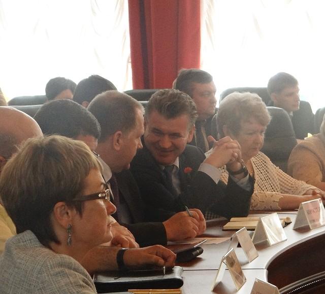 Очень внимательно слушали отчет губернатора мэр Биробиджана и глава Биробиджанского района