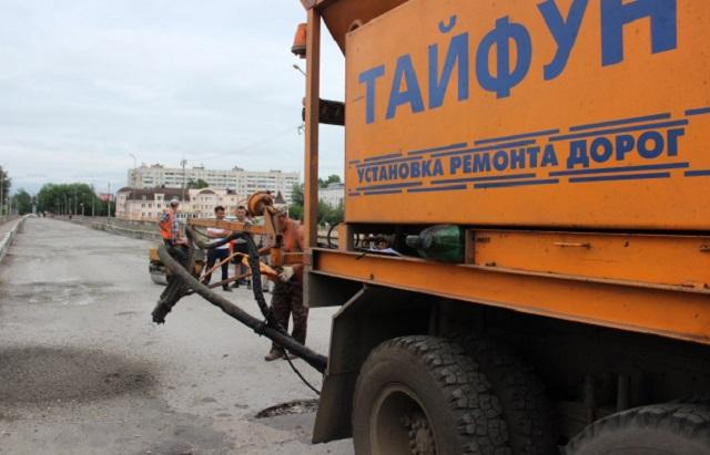 В Биробиджане провели плановый ремонт «старого» моста