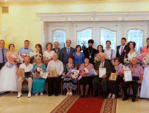 Пять супружеских пар в ЕАО получили медали «За любовь и верность»
