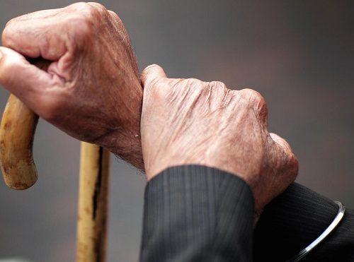 Пенсионера с инвалидностью ограбили в Биробиджане