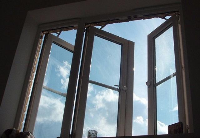 ЧП в Биробиджане: из окна четвертого этажа выпала маленькая девочка