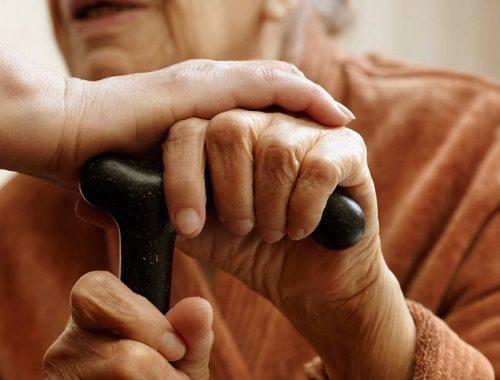 Пенсионерку из ЕАО чуть не задушили, увидев у нее в кошельке 1000 рублей