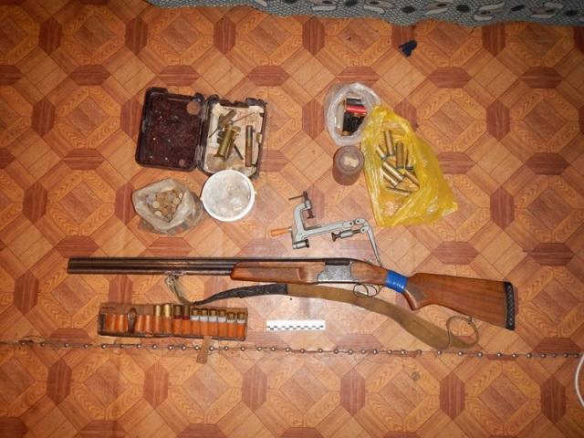 Незаконно хранил дома огнестрельное оружие житель Облучья