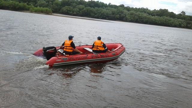 Резиновая лодка с туристами перевернулась во время сплава в Биробиджанском районе