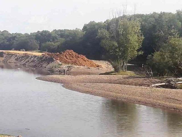 Продолжается строительство дамбы в пос. Тукалевский