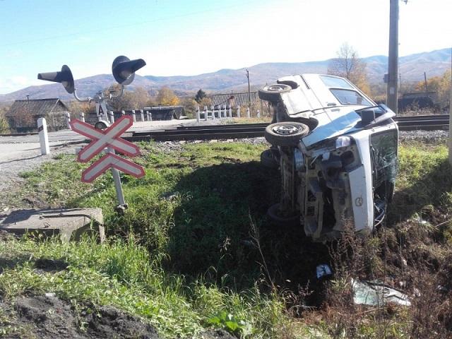 Микроавтобус столкнулся с мотовозом в ЕАО