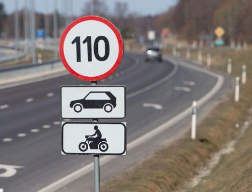На российских дорогах могут появиться динамические знаки