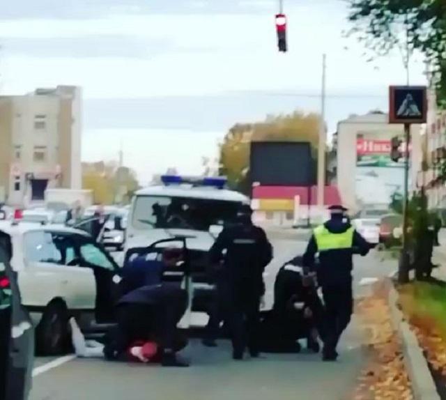 Утренний форсаж в Биробиджане: виновники ДТП на угнанном авто пытались уйти от погони